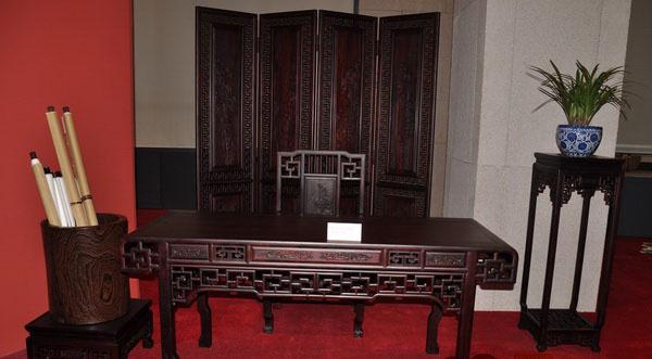 此套展品呈现出新明红木家具一贯的简洁